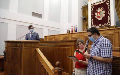 Plena inclusión CLM presenta en las Cortes el Estatuto de Autonomía en lectura fácil